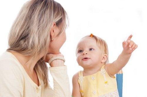 Praktiske øvelser der hjælper dit barn med at lære at tale