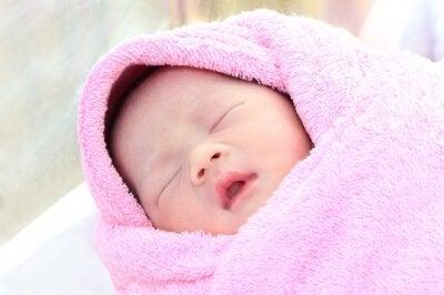 baby sover med sunde søvnvaner