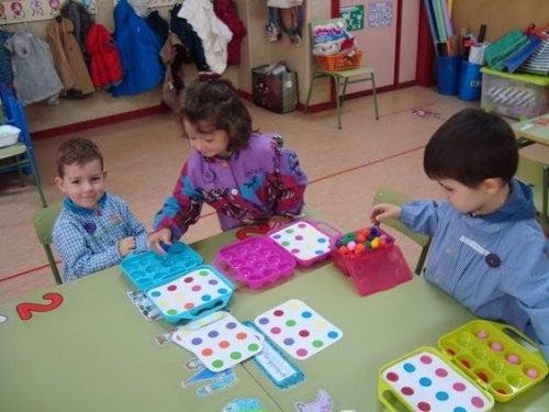 børn i barndomsleg