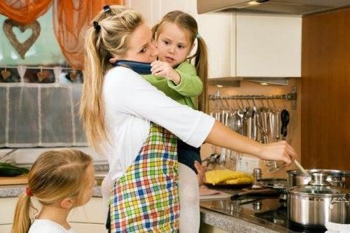 travl mor i køkkenet