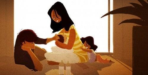 Mor giver Kram og kærtegn til sit barn