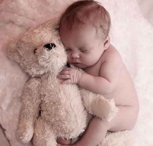 Kære mor, et brev fra den baby, der holder dig vågen om natten
