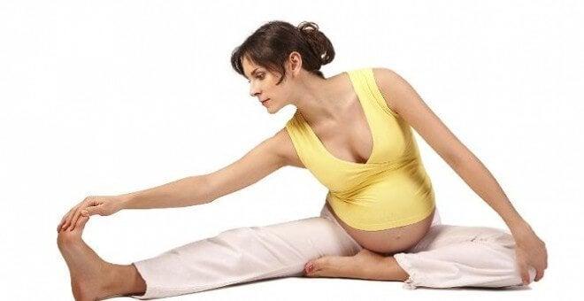 mor efter de 40 dyrker yoga gravid
