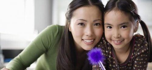 Kommer børns intelligens fra deres mødre?