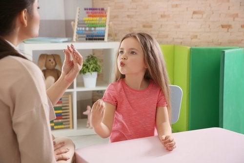 Vred pige taler med mor - på tide at introducere trafiklys-teknikken?