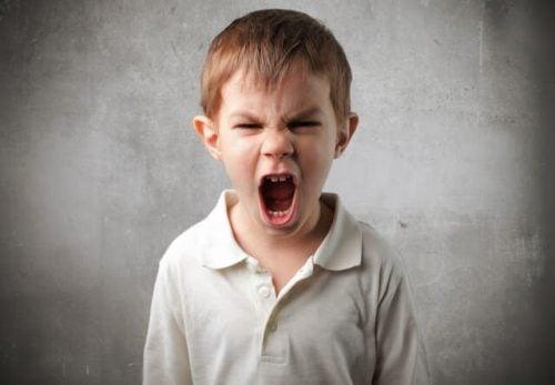 Kommunikation: 8 nøgler til at tale med et vredt barn