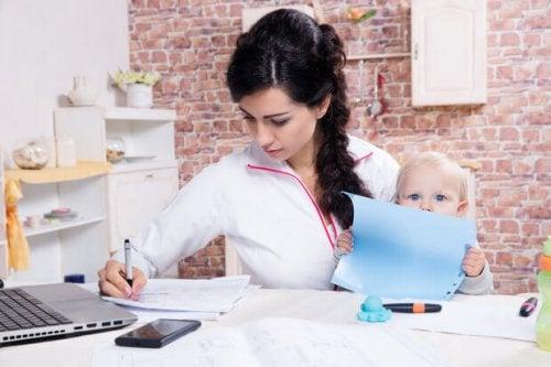 at være mor og studere på samme tid