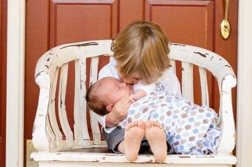 Pige og lillebror