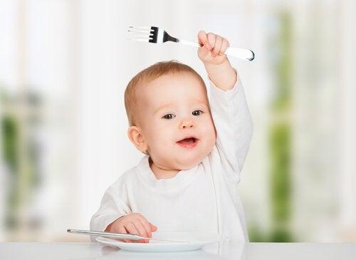 baby holder en gaffel