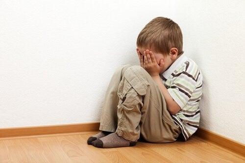Frygt For at Være Alene: Sådan Forstår Du Børns Frygt