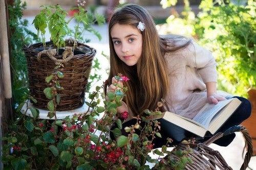 pige læser bog