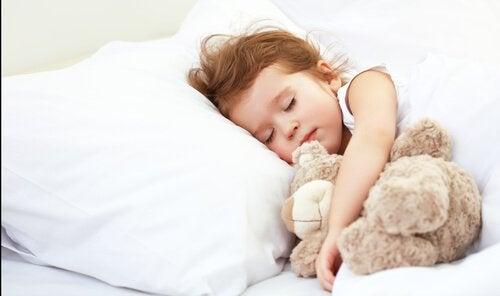 hvor mange timer sover en baby