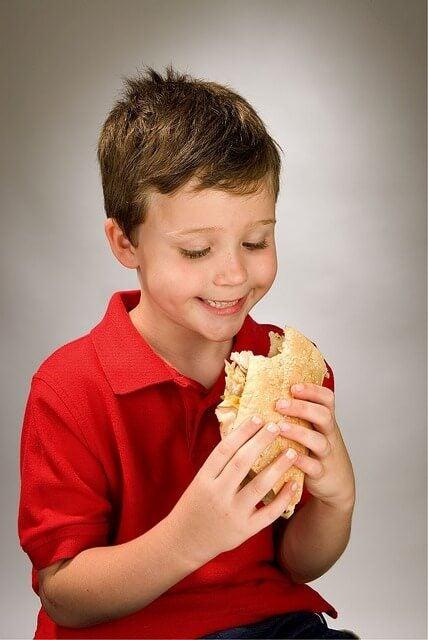 børn spiser sunde madpakker