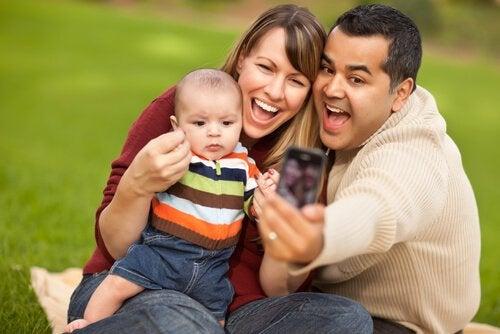 familie tager billede