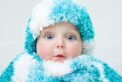 Stop din baby i at blive forkølet i regn sæsonen