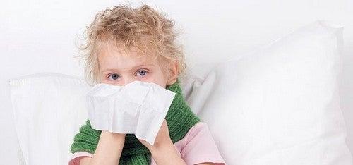 barn pudser næse