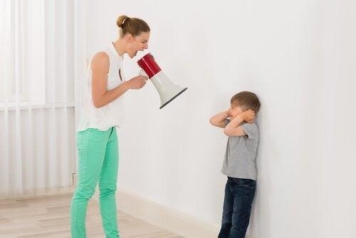 det er ikke godt at råbe af børn