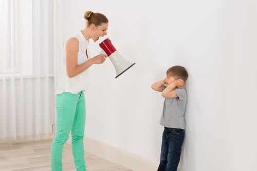 5 ting man skal vide for at holde op med at råbe af sine børn