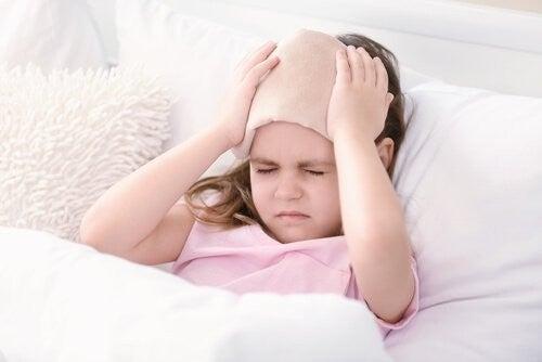 pige har hovedpine
