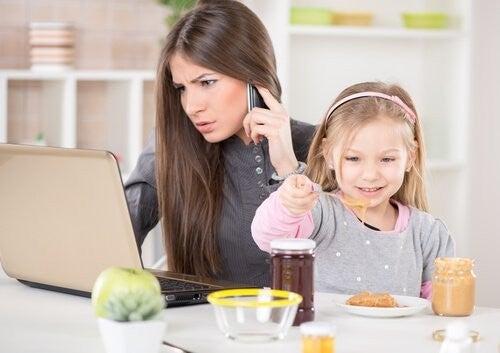 stresset mor ignorer datter