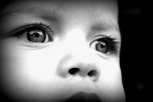 tegn på autisme i børn