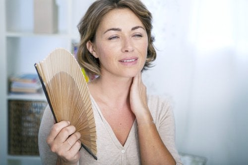 Kvinde vifter mod hedebølge