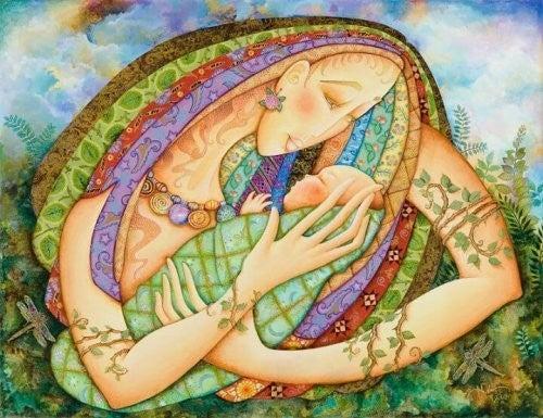 kvinde holder nyfødt baby i armene