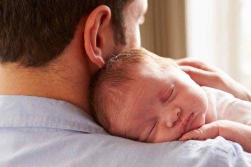 Baby og far