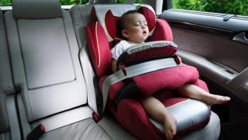 Baby i autostol