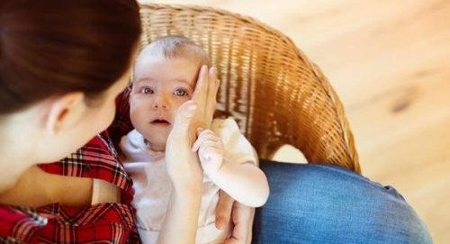 Når din baby falder for første gang