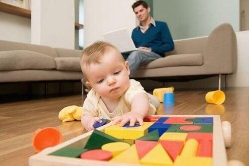 Når dit barn skal lære at gå, skal du undgå disse 9 fejl