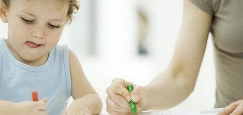 Tungen ud af munden: Når børn skal koncentrere sig
