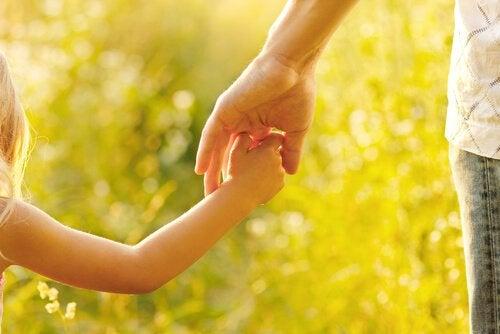 Moderskab handler om at vejlede og uddanne vores børn