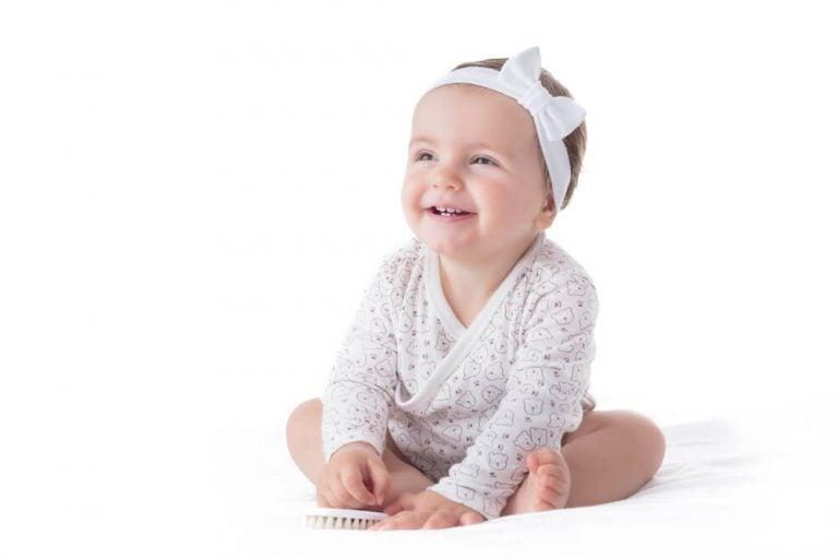 Hårbånd og pandebånd til babyer skal du være forsigtig med