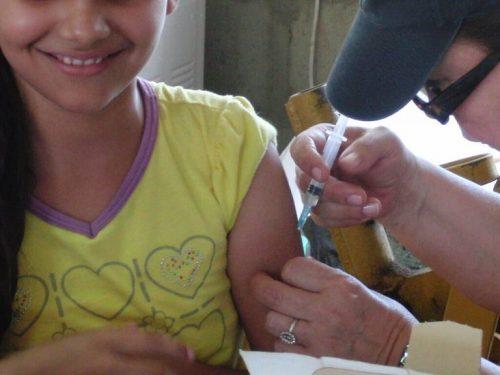 Glad barn bliver vaccineret