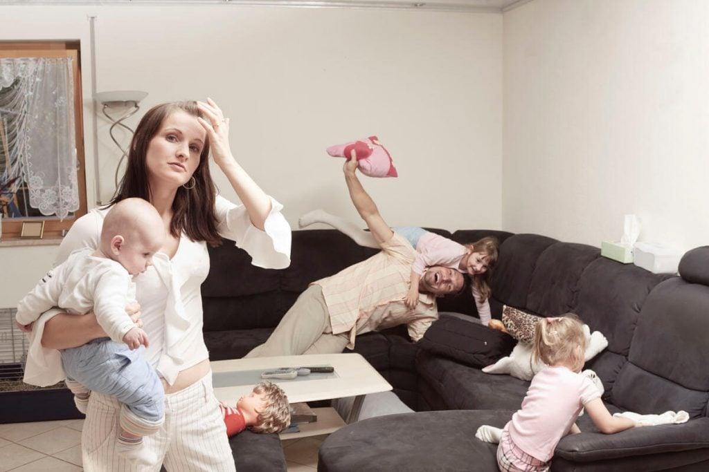 Stress: Hvorfor oplever mødre det oftere end fædrene?
