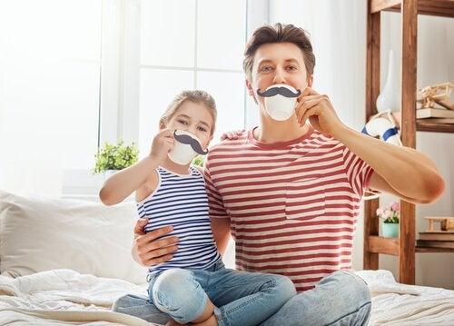Far og datter er vittige