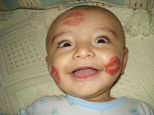 undgå at kysse nyfødte babyer