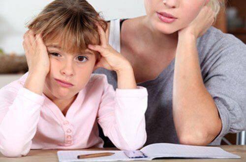 At være en påtrængende mor kan gøre dine børn mere succesfulde