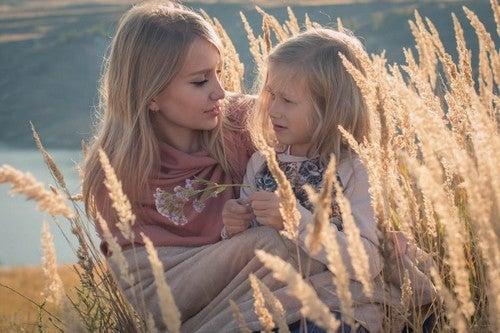 pige bruger tid sammen med sin moster/faster