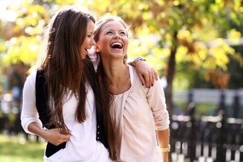det er vigtigt at holde kontakten med dine veninder, selvom du er blevet mor