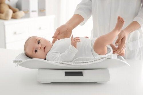 6 råd til at monitorere din babys vægt