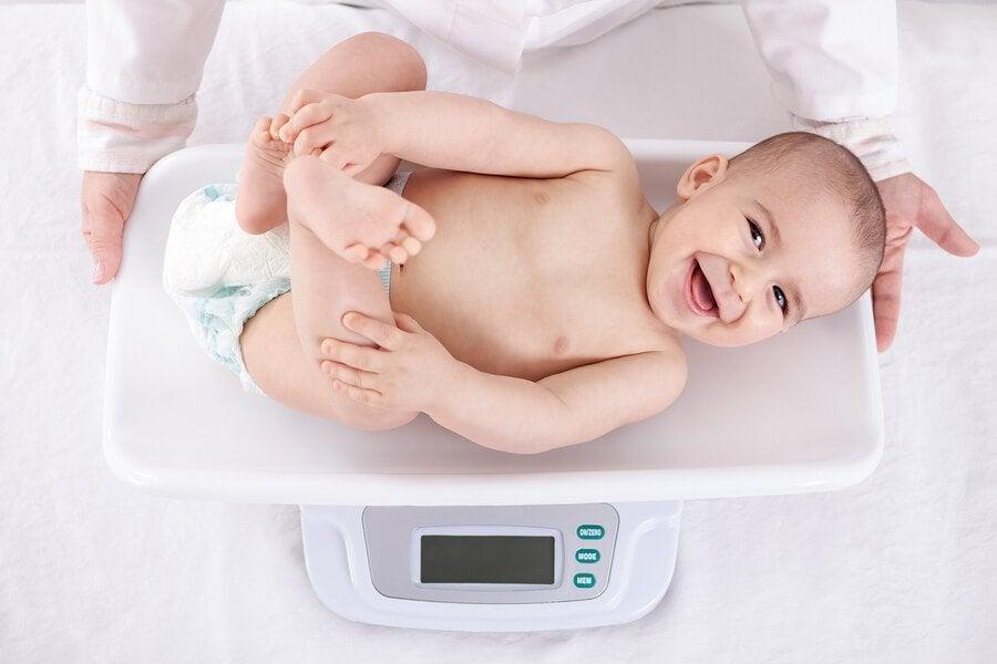 Din babys vægtforøgelse måned for måned