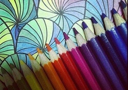 Brug farveblyanter til denne metode
