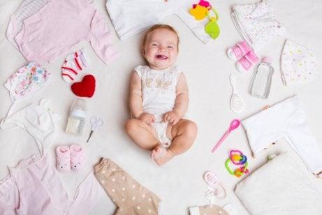 Hvilket tøj har nyfødte brug for om sommeren?
