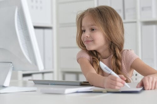 Hvordan du hjælper dit barn med lære at skrive