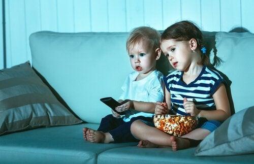 Hvorfor ser børn den samme film igen og igen?