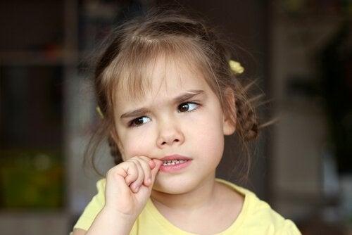 Onychophagia hos børn - bør jeg være bekymret?