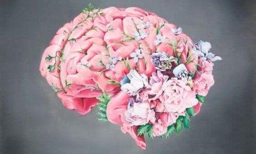 Pink hjerne med blomster