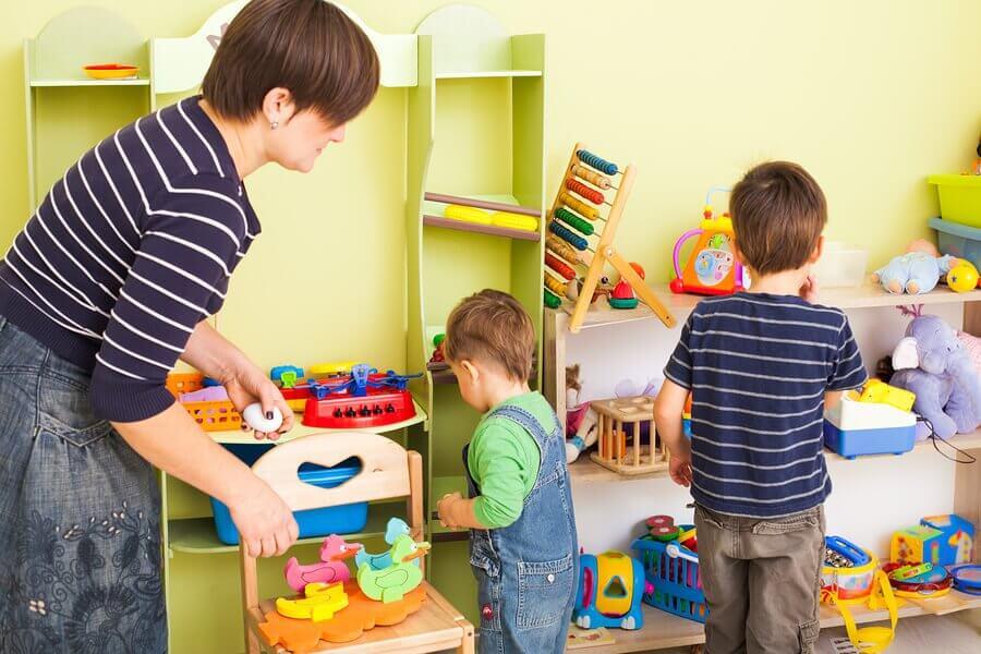 10 råd til at lære børn at organisere deres værelse
